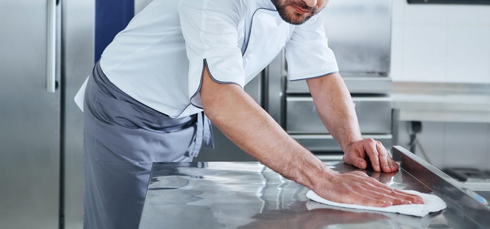 Cómo mantener la cocina de aluminio limpia